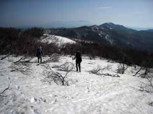栗子山北方の稜線を歩く