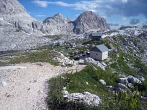 Prehodavcih小屋の冬期小屋